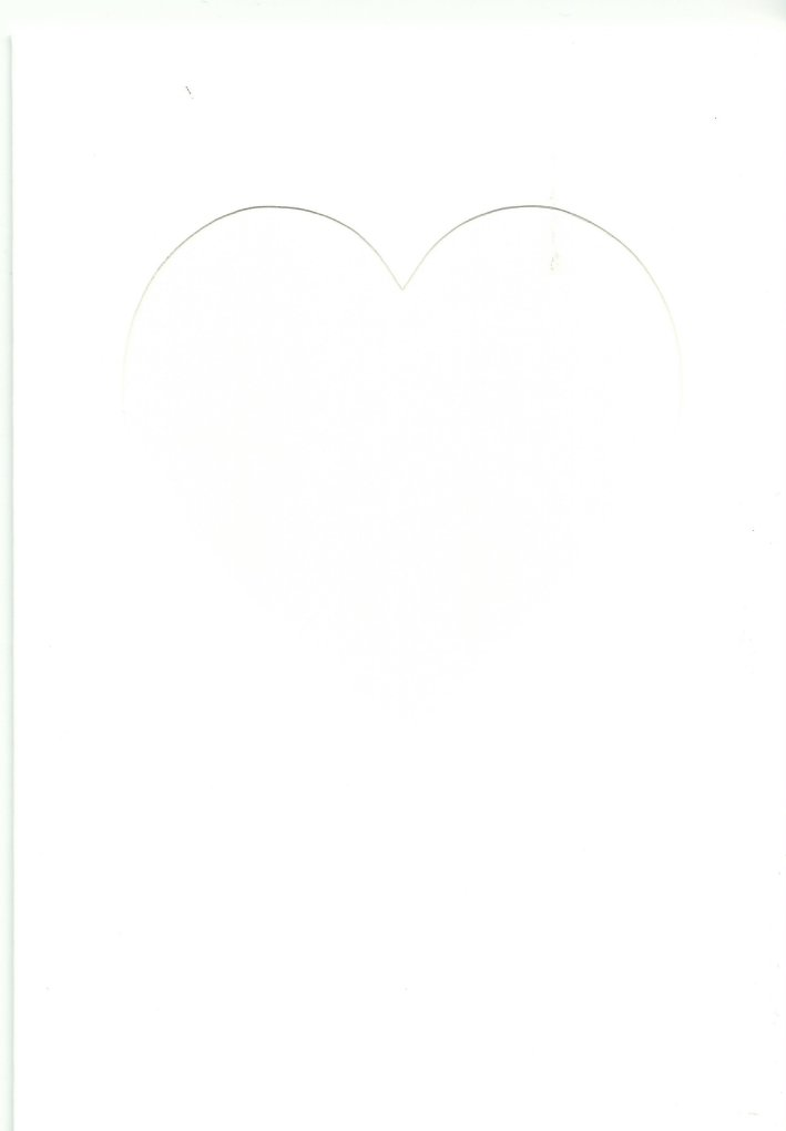 PK685-30 White Double Fold Medium Card with Small Heart Aperture.    Pack of 5 Cards.